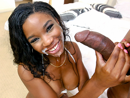 Mya Mays bounces her ass for appreciation